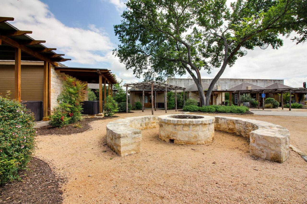 Guest Houses In Morris Ranch Texas