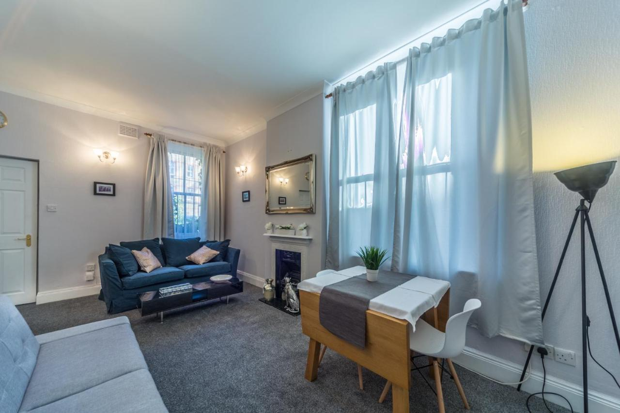 Chelsea cozy apartment with patio, London, UK - Booking.com