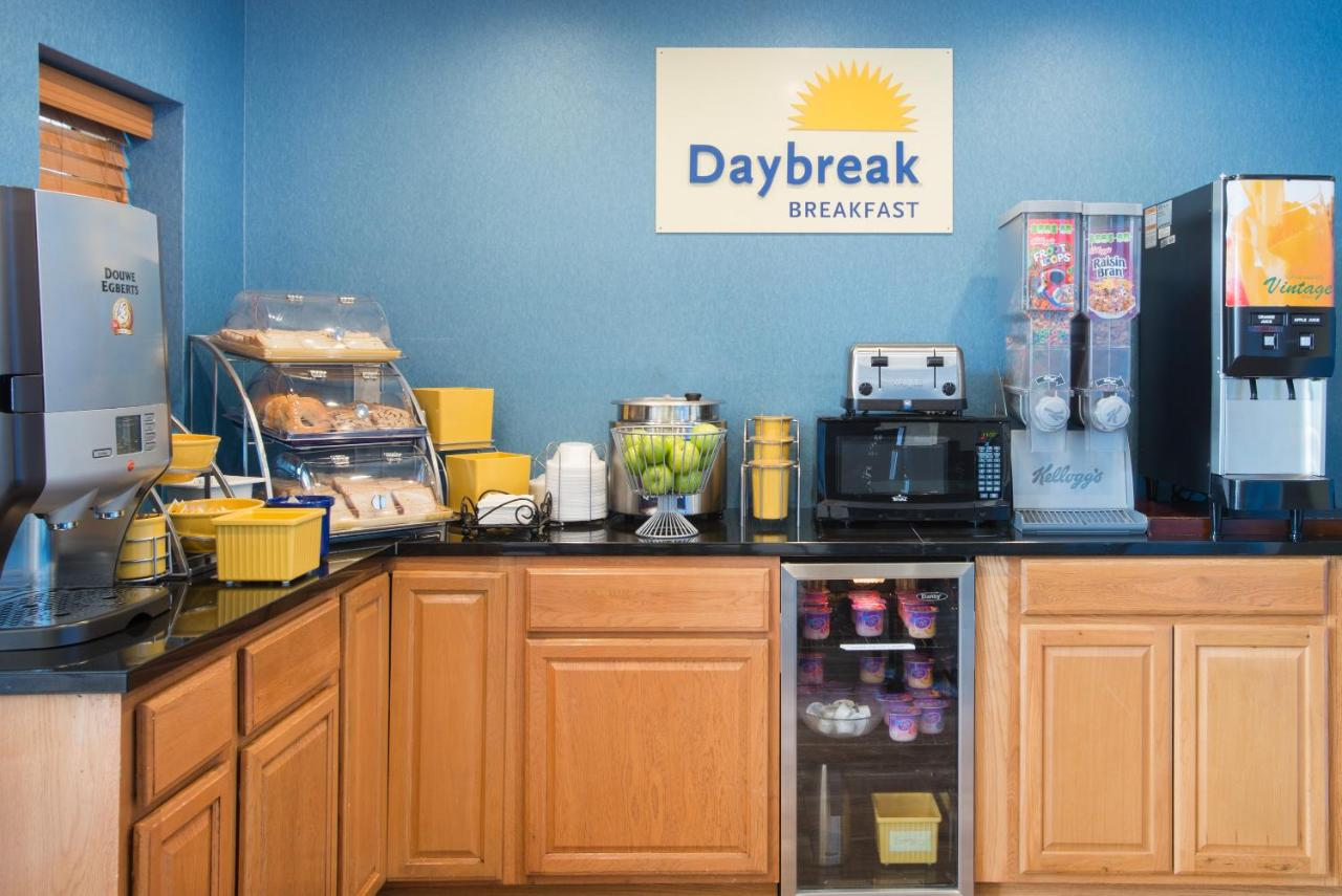 Days Inn by Wyndham New Haven, CT - Booking.com