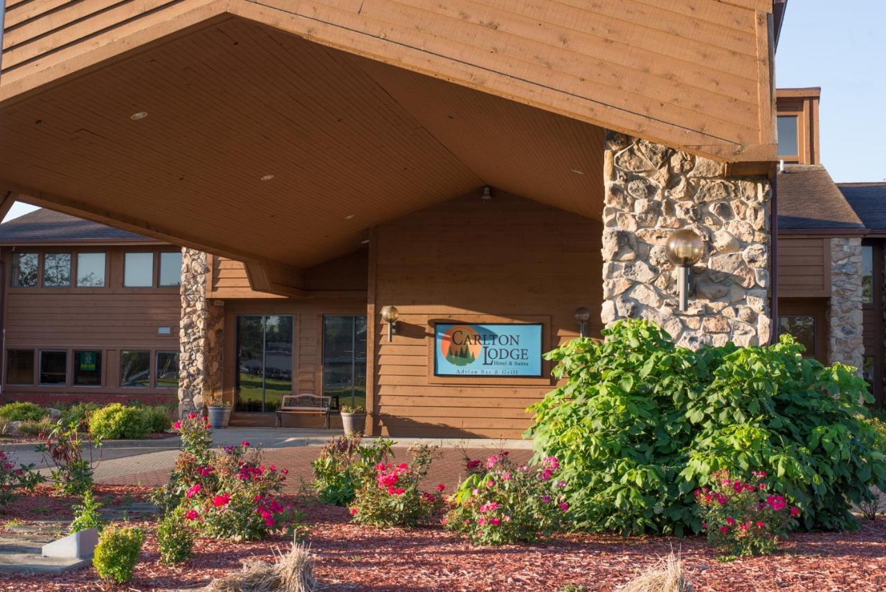 The Carlton Lodge, Adrian, MI - Booking.com