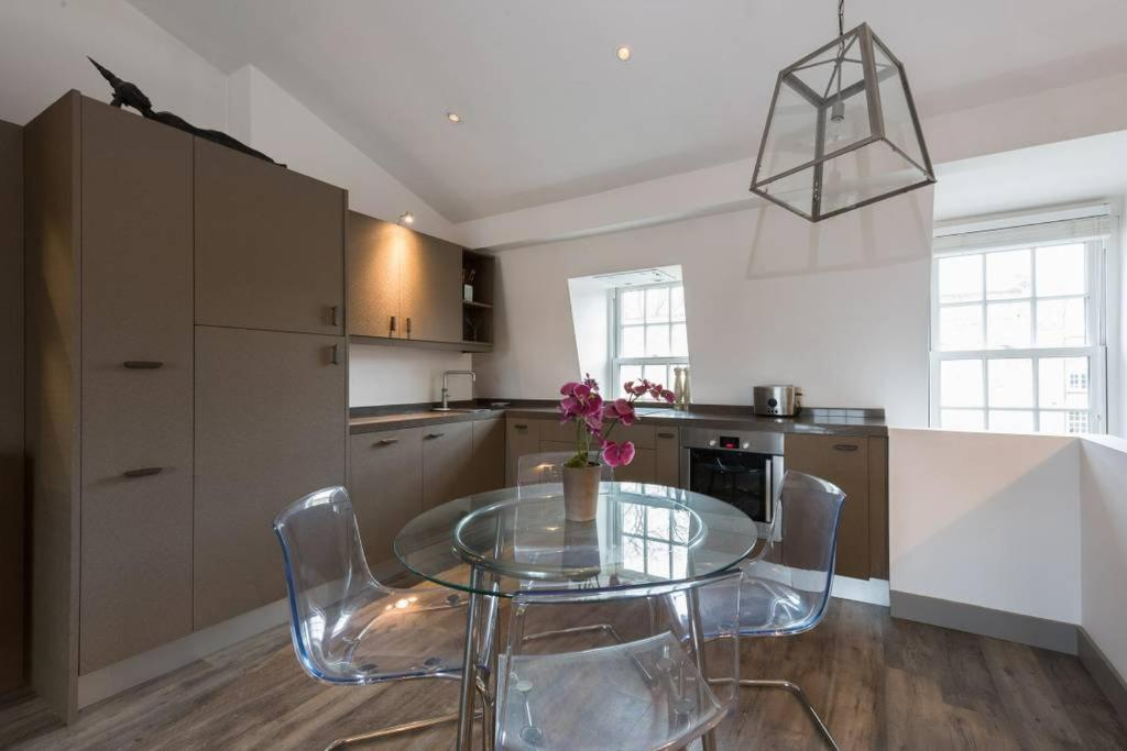 Interior Designed Chelsea 3 Bed Apartment London Uk Bookingcom - Excellent-3-bedroom-london-apartment-in-chelsea-area