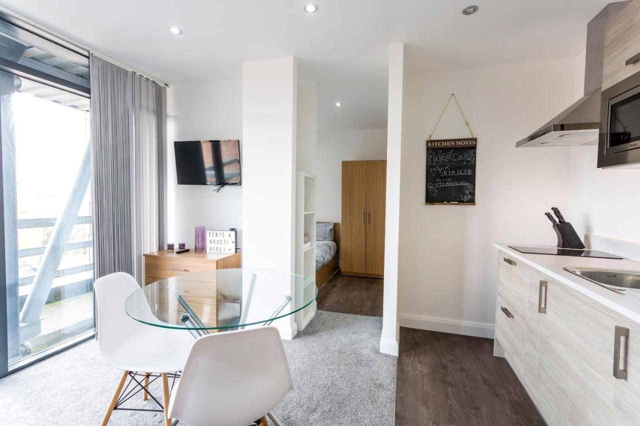 Studio with Balcony Views over Manchester, Manchester – Updated 2018 ...
