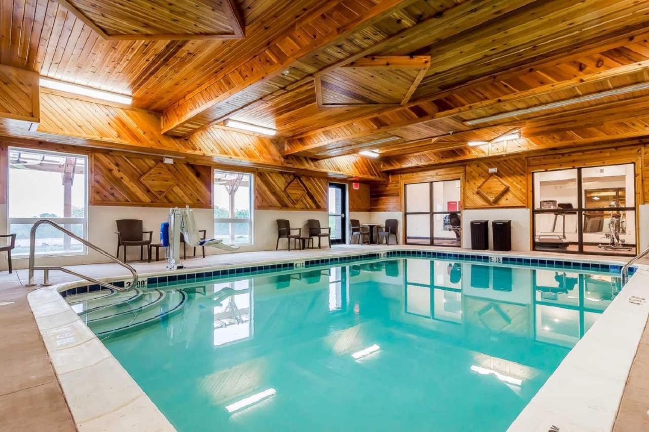 Hotel Comfort Suites, La Vista, NE - Booking.com