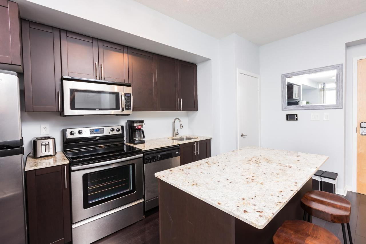 Apartment Applewood Suites - Union Station, MTCC, Jays, Toronto ...