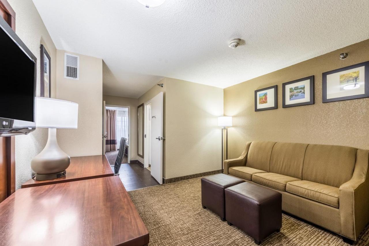 Comfort Inn & Suites, Dayton, OH - Booking.com