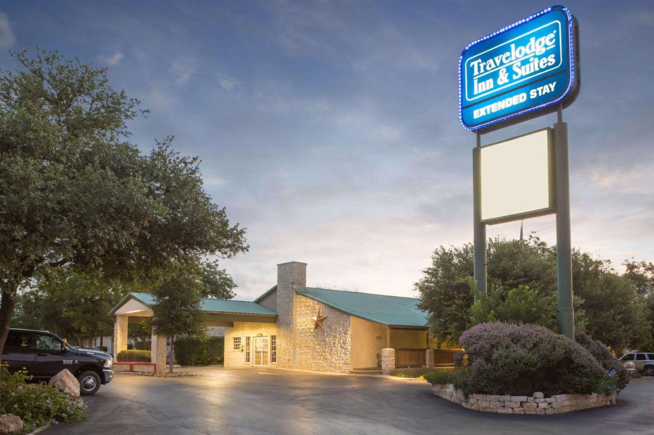 Travelodge Inn & Suites by Wyndham San Antonio Airport, San Antonio ...