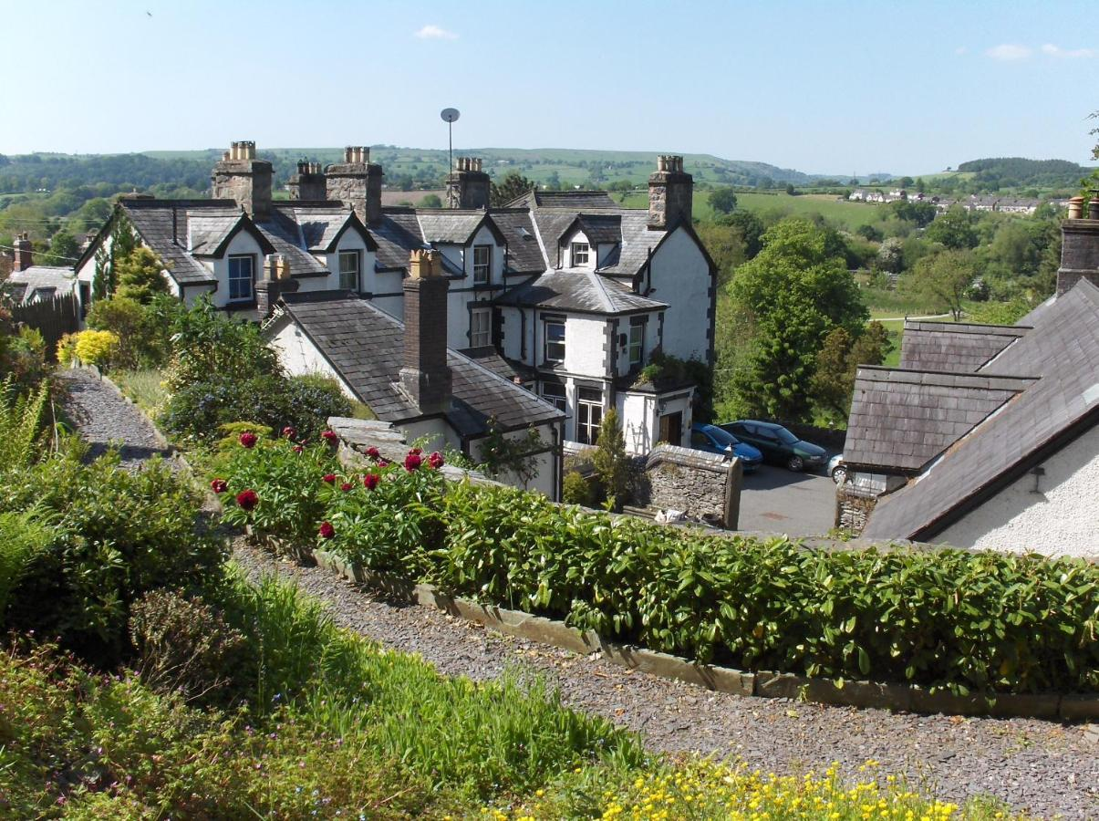 Guest Houses In Rhosllanerchrugog Clwyd
