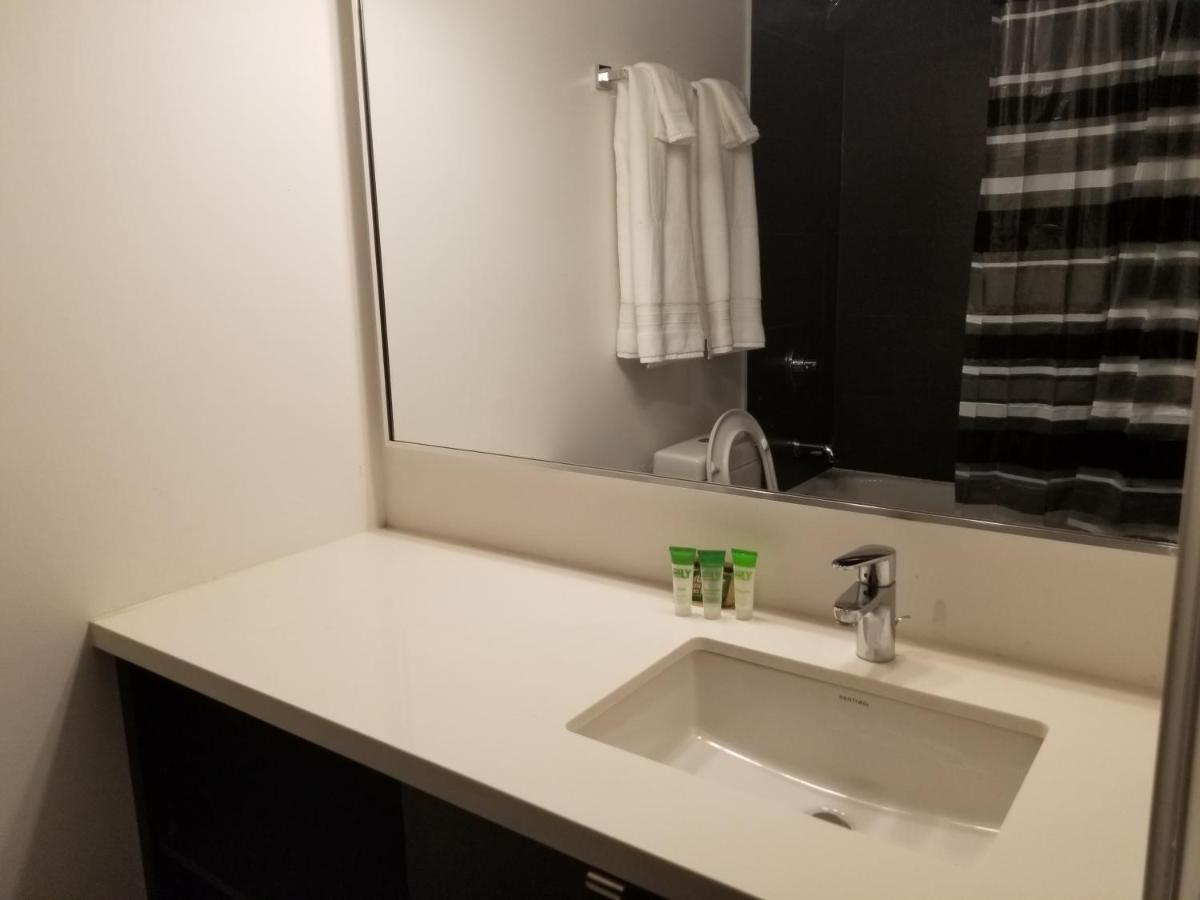 Furnished Apartment by Canvas (Kanada Toronto) - Booking.com