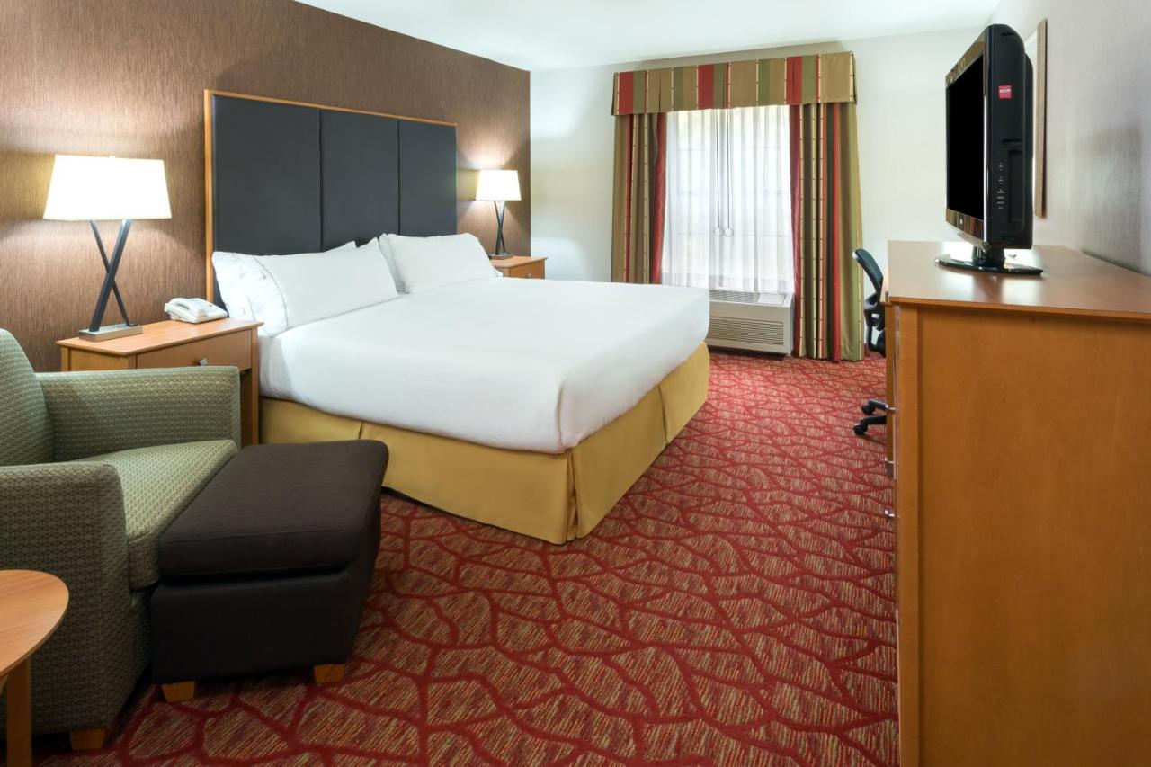 holiday inn grants pass or booking com