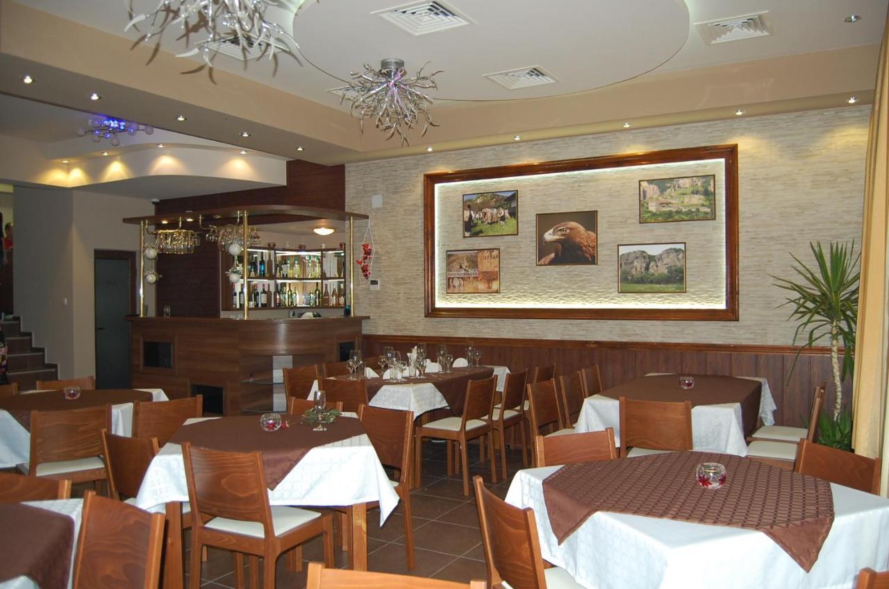 Veranda (restaurant, Ivanovo): kitchen, interior and service
