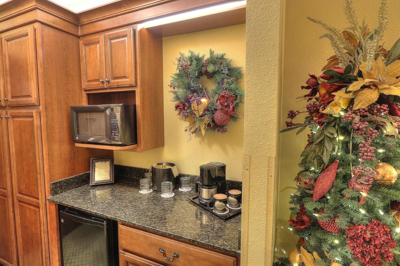 Inn At Christmas Place Pigeon Forge Tn Booking Com