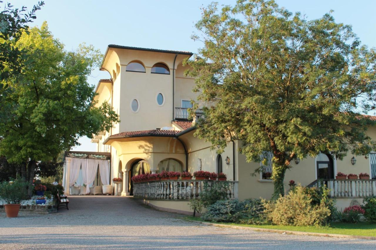 Hotels In Agnadello Lombardy