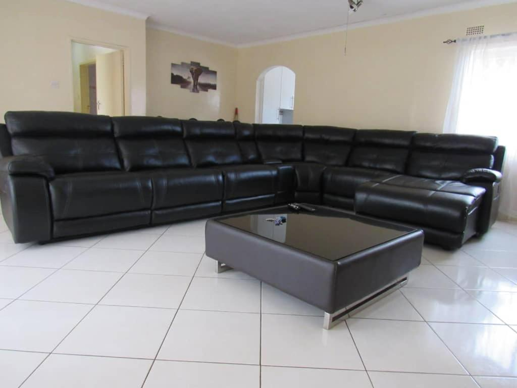 Vacation Home Home Away From Home - Westgate, Har, Harare, Zimbabwe on