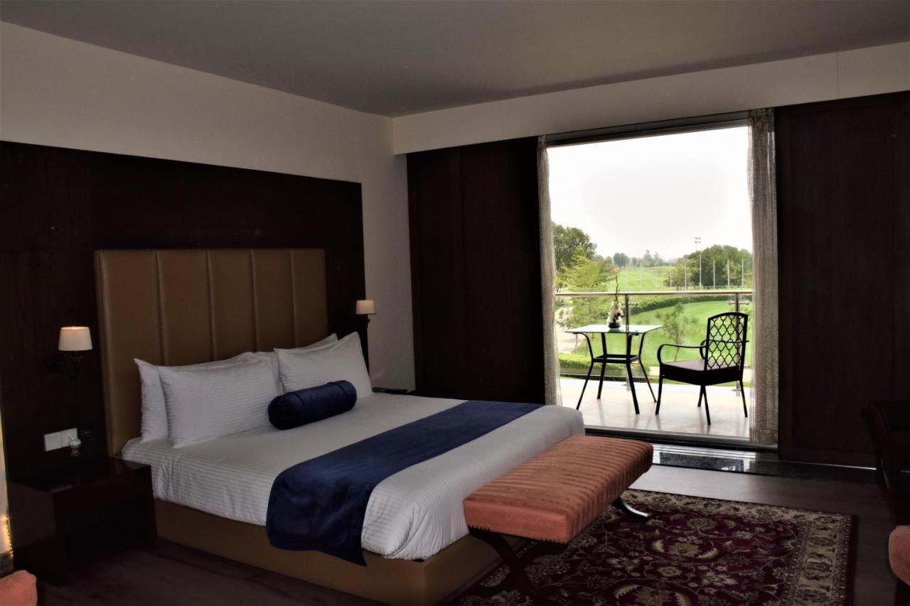 Resort Defence Raya Golf & Country Club, Lahore, Pakistan - Booking com