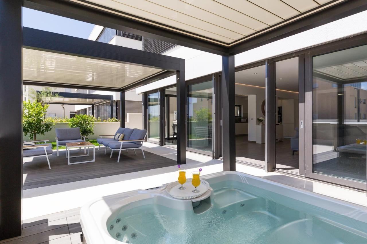 Jacuzzi Interior.Luxury Apartment Periska With Jacuzzi Pool Zadaras