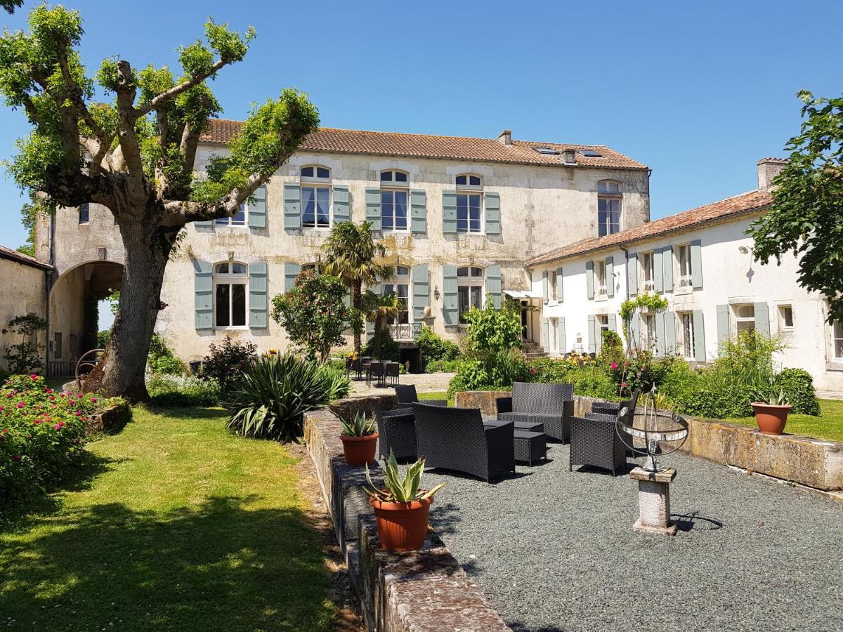 Guest Houses In Vervant Poitou-charentes