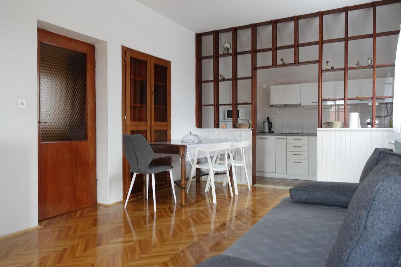 L.P.M. Apartments