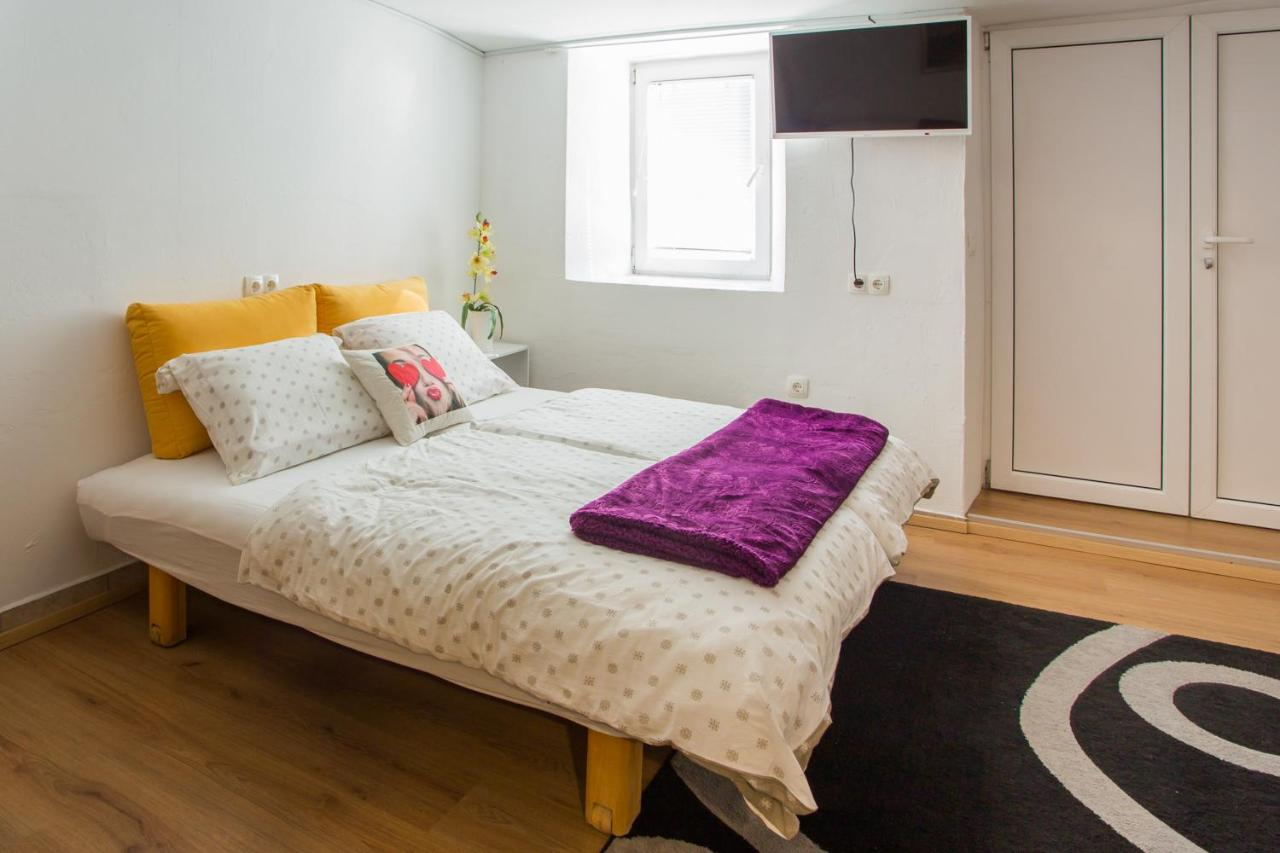 Enjoy Hostel Rooms