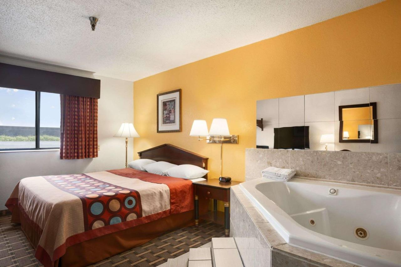 Hotel Super 8 by Wyndham Brookville, PA - Booking com