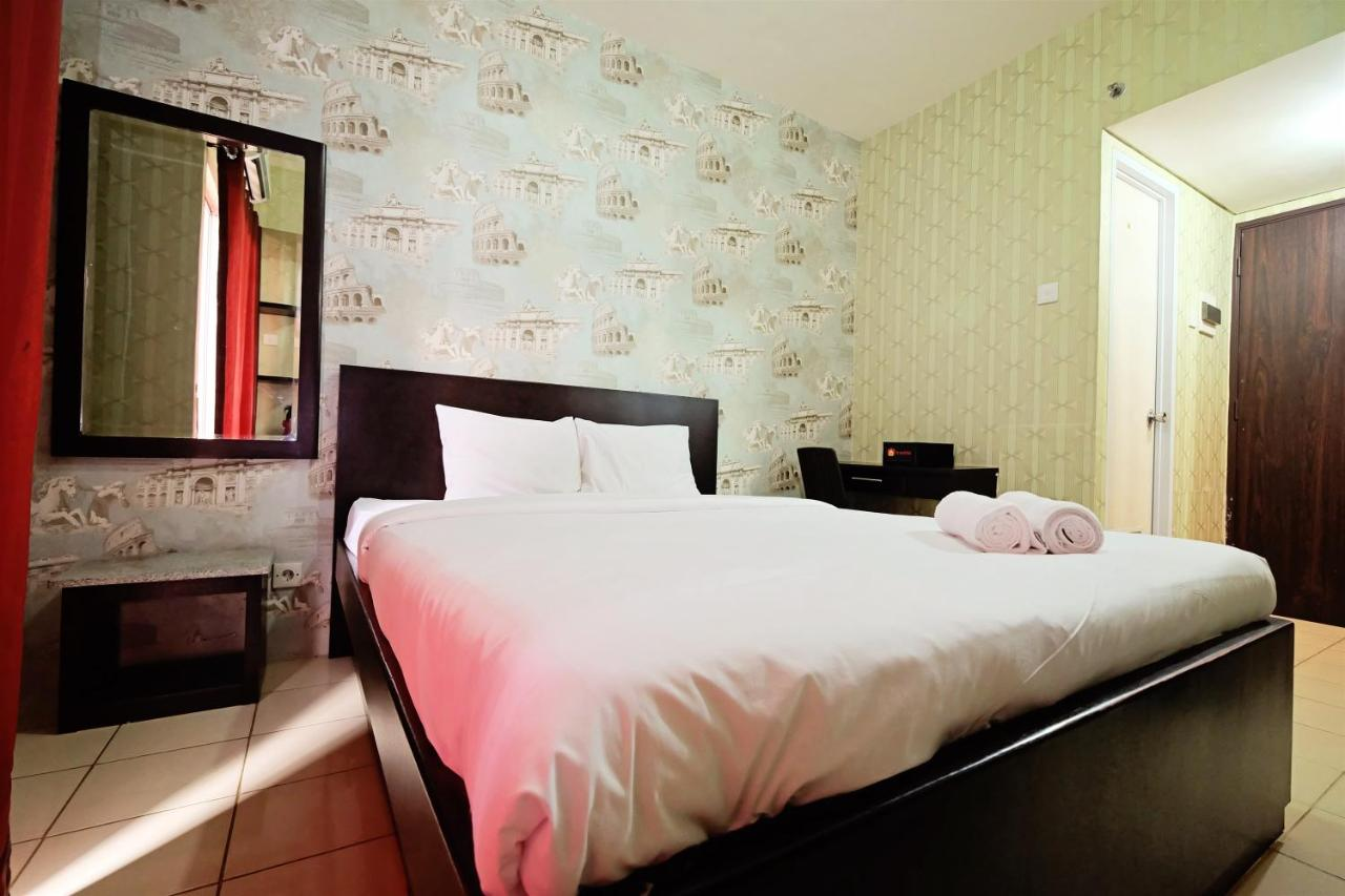 Minimalist studio room at serpong greenview by travelio apartment tangerang indonesia deals