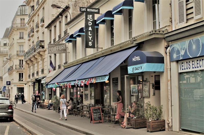 Hotel Le Daly S Frankreich Paris Booking Com