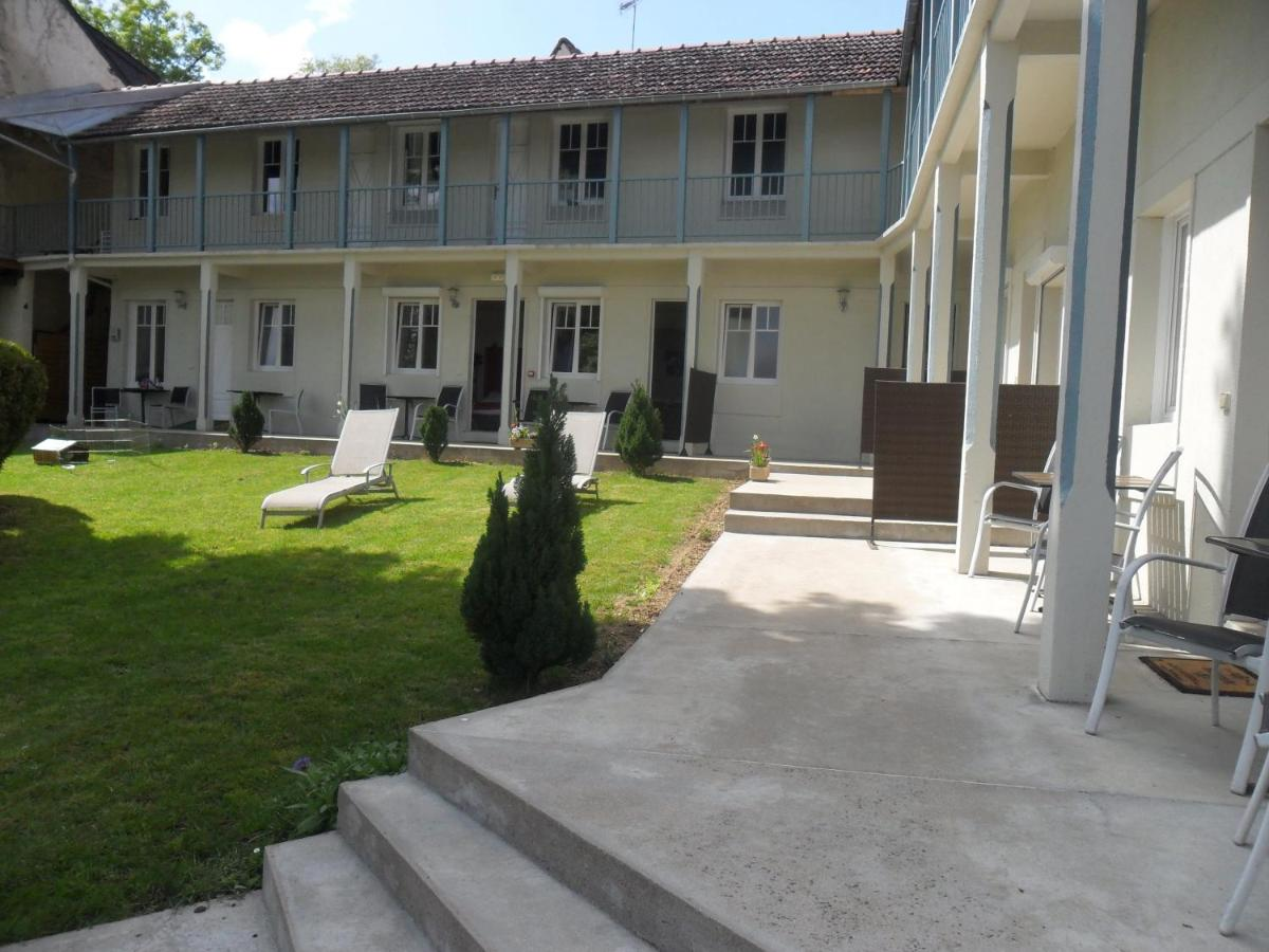 Hotels In Neuvy-deux-clochers Centre