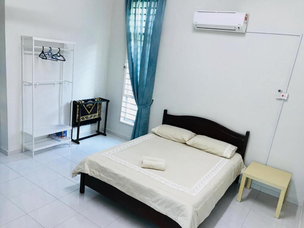 Pokok Ceri Guest House Kampong Kerubong Malaysia Booking Com