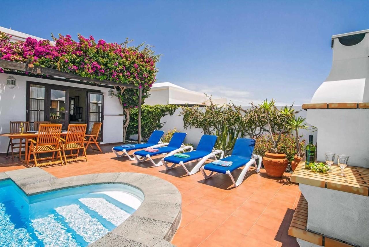 Costa Teguise Villa Sleeps 6 Air Con WiFi, Spain - Booking.com