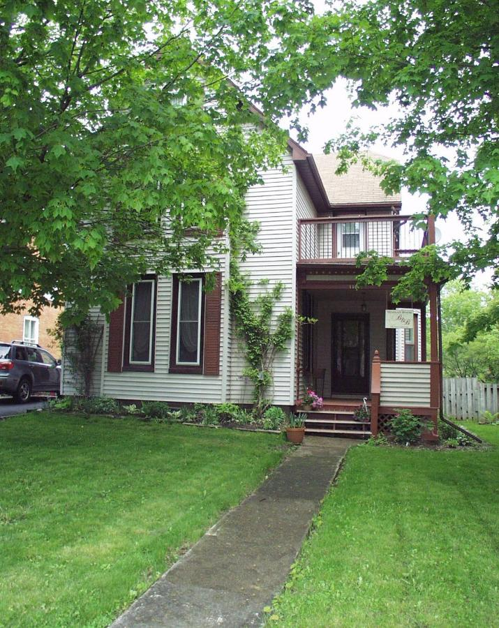 Bed And Breakfasts In Ivy Lea Ontario
