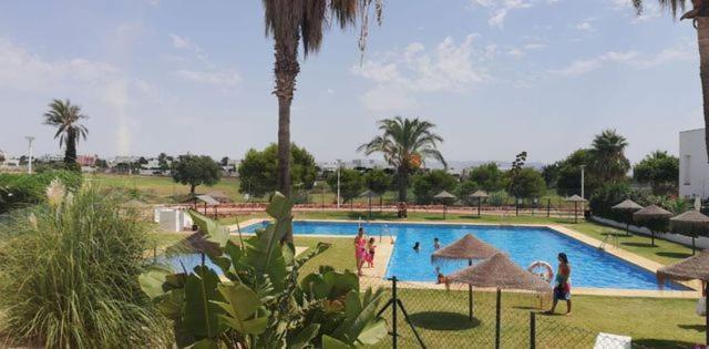 Casa con jardin junto al campo de golf de El Toyo, Almería ...