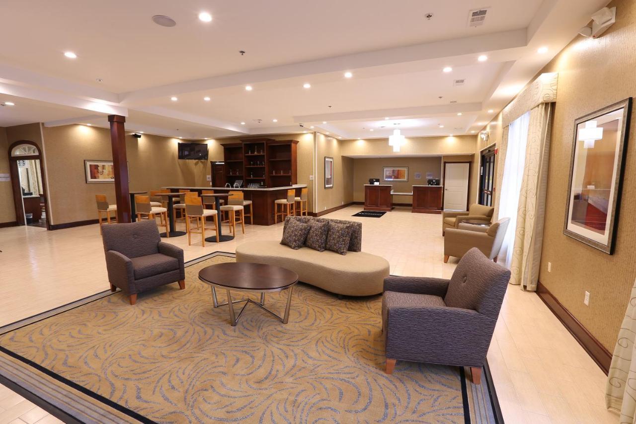 Hotel Wyndham Garden Grand Rapids Airport, MI - Booking.com