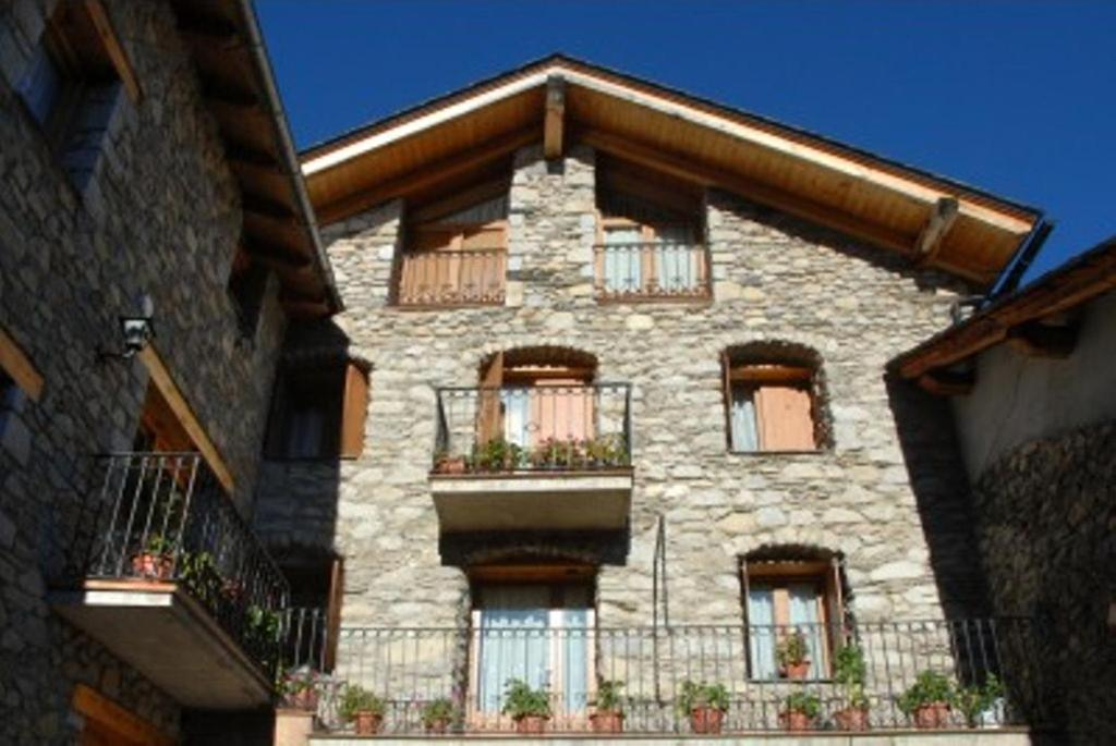 Guest Houses In Montescladó Catalonia