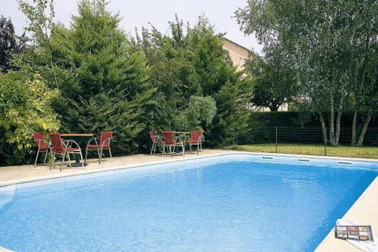 Hotels In Roussy Auvergne