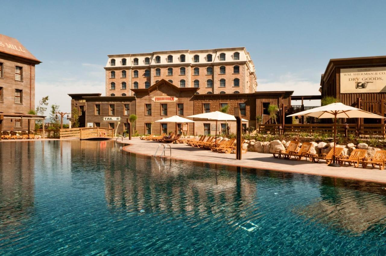 Hotel PortAventura Gold River Salou Spain Bookingcom - Entree port aventura