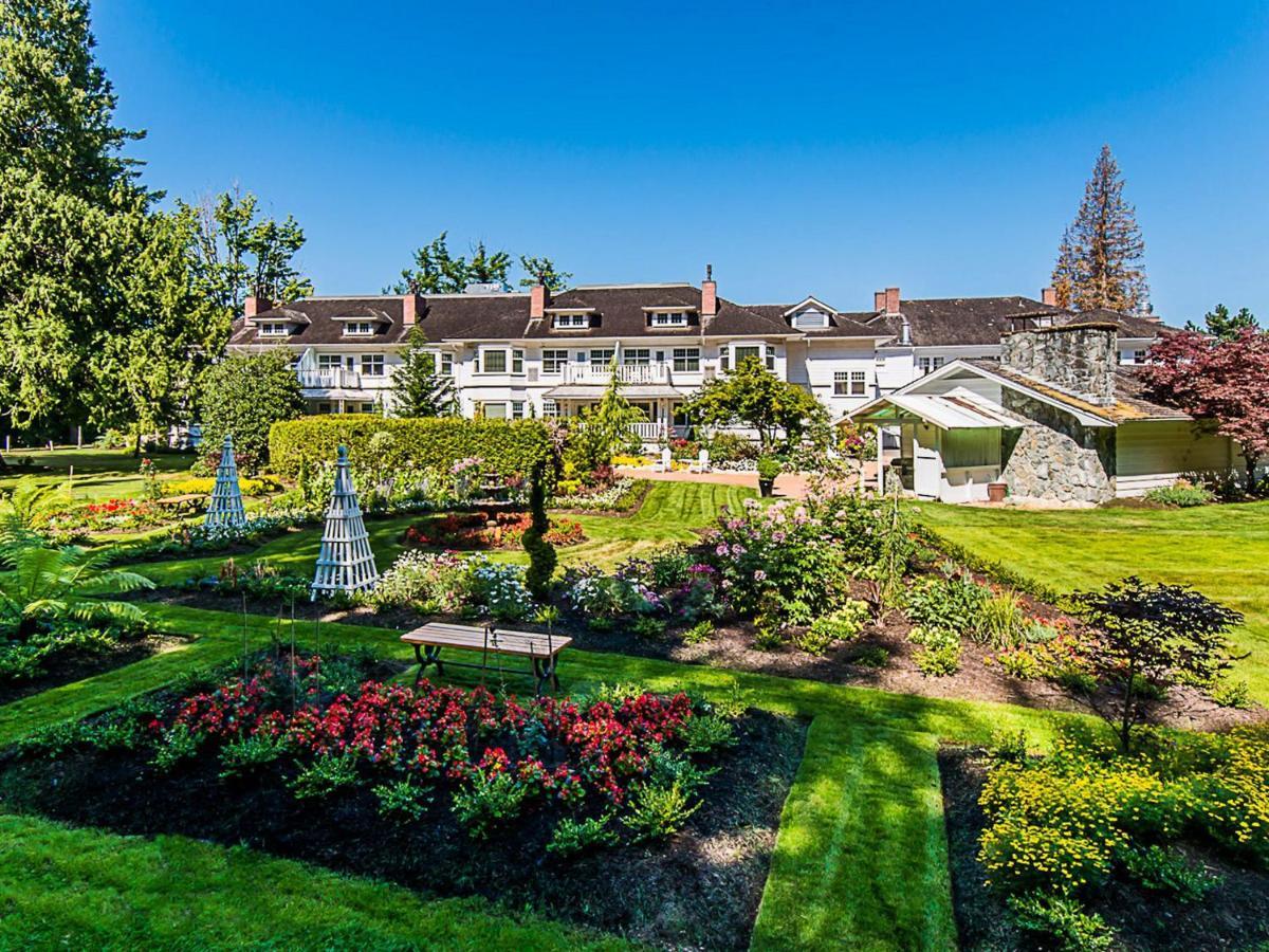 Hotel Crown Mansion Qualicum, Qualicum Beach, Canada - Booking.com