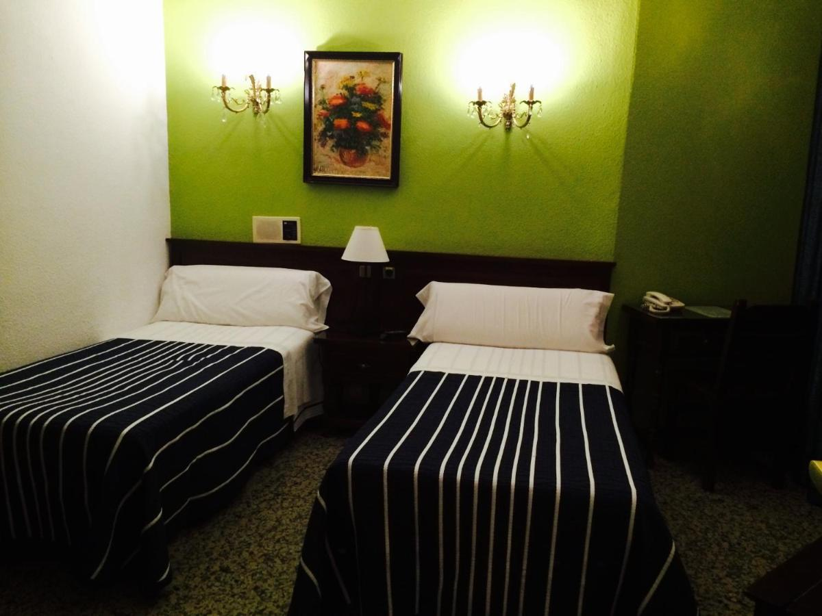 guesthouse hostal sonsoles madrid centro spain booking com rh booking com