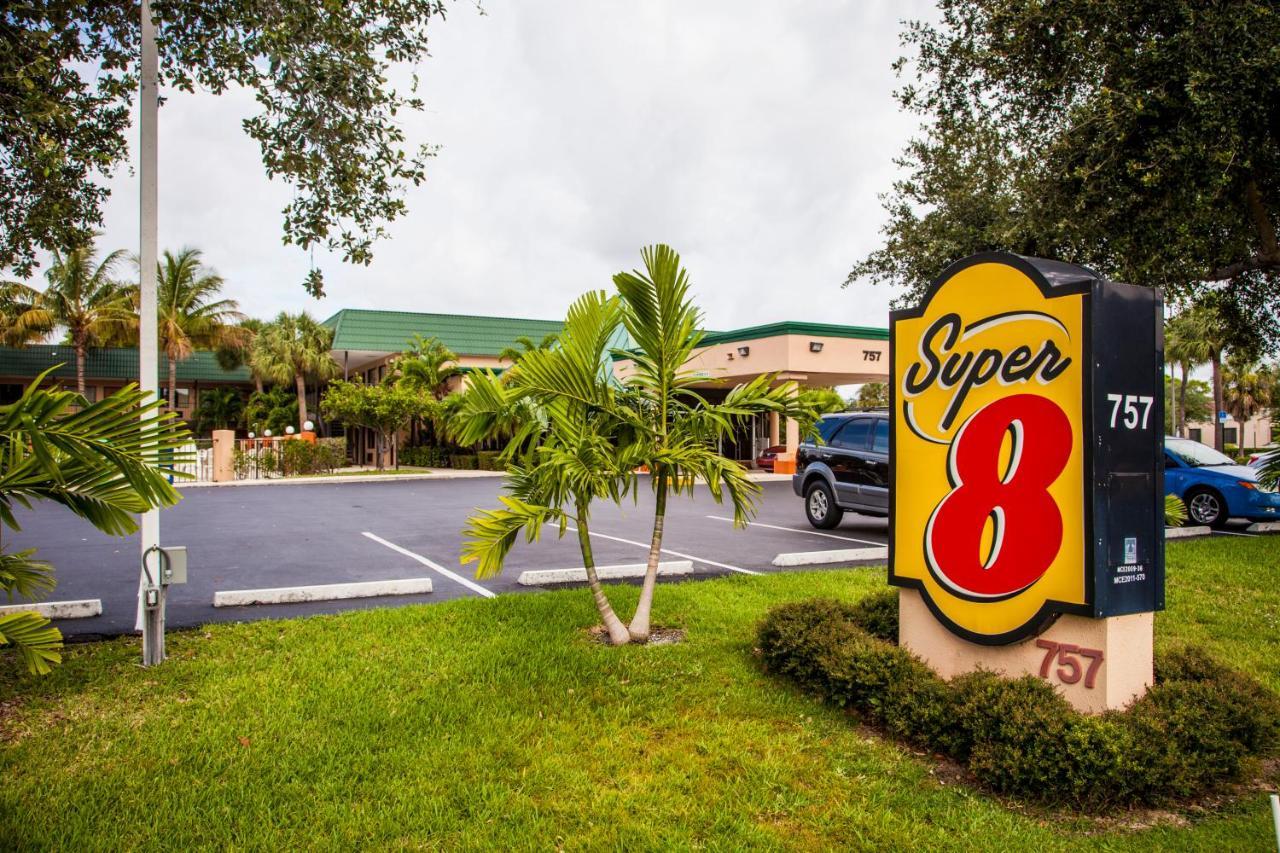 Motel Super 8 North Palm Beach, FL - Booking.com