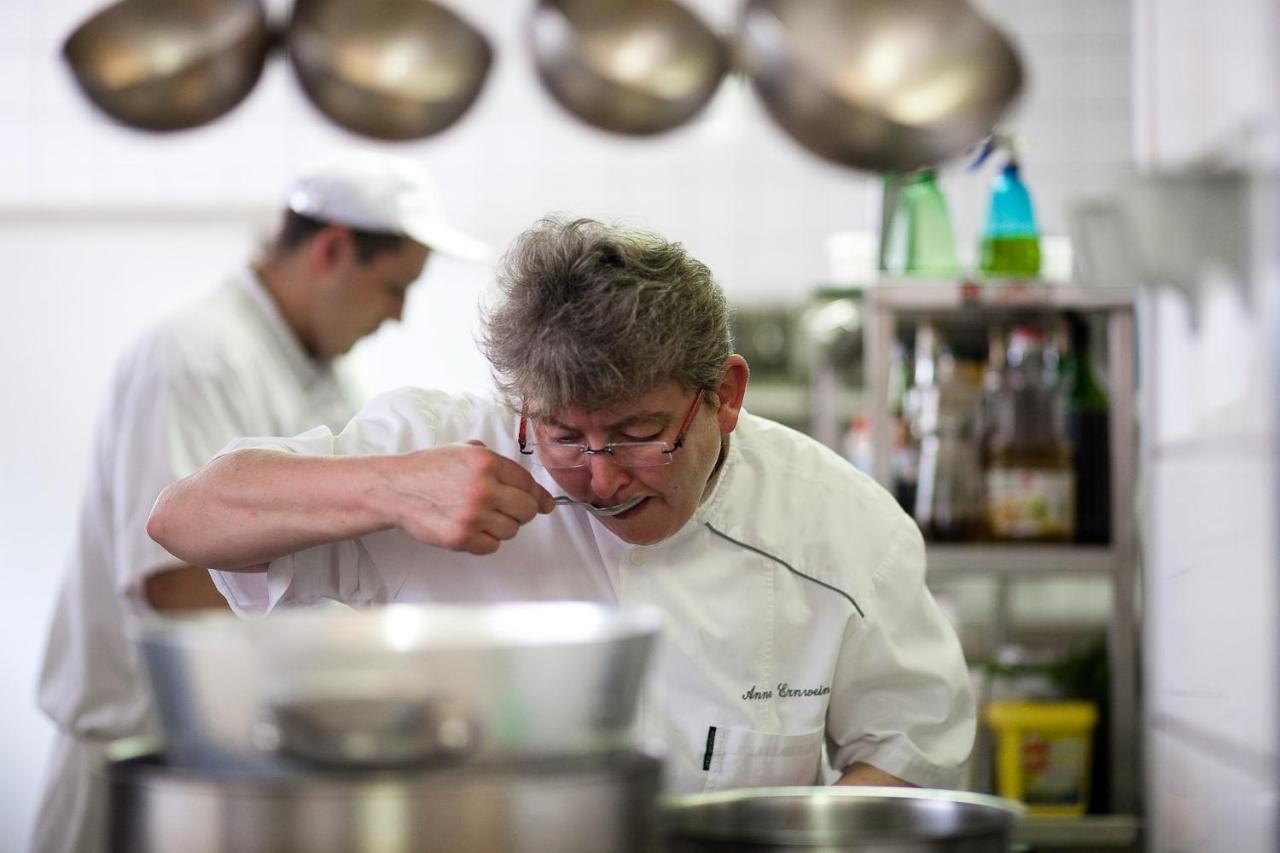 Su Chef Küche   Hotel De L Agneau Pfaffenhoffen France Booking Com