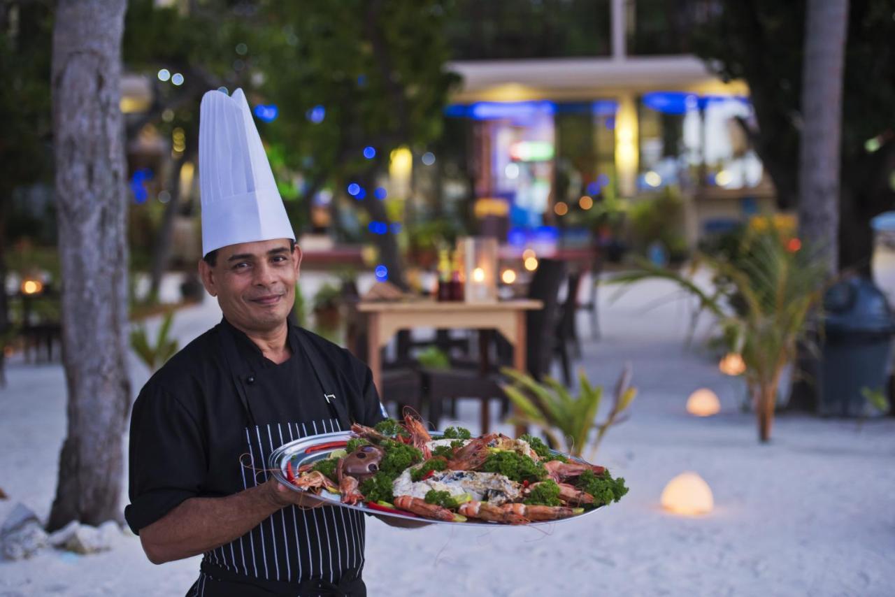 Еда на Маафуши в отеле Арена Бич Мальдивы