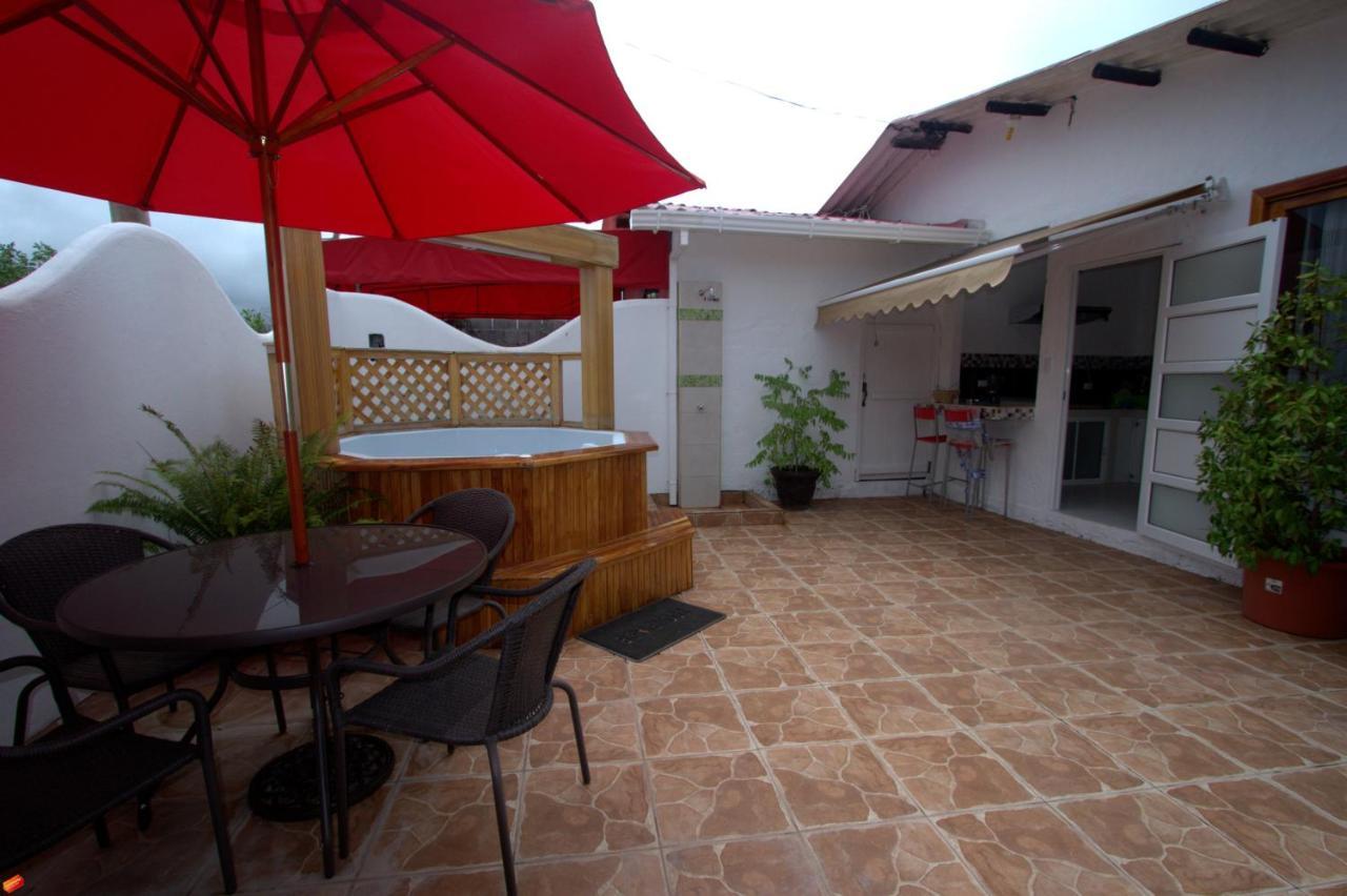 Guest Houses In Bahía De La Academia Santa Cruz Island