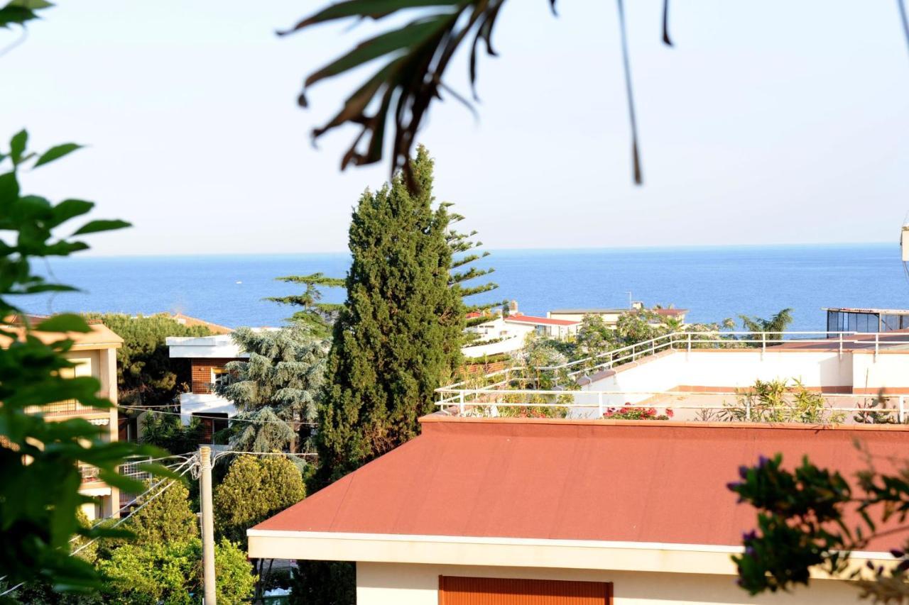 Apartment Terrazza Pavone, Aci Castello, Italy - Booking.com
