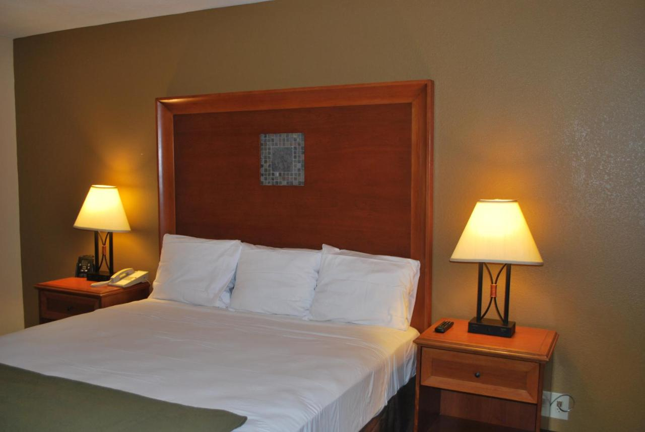 Hotels In Hutchins Texas