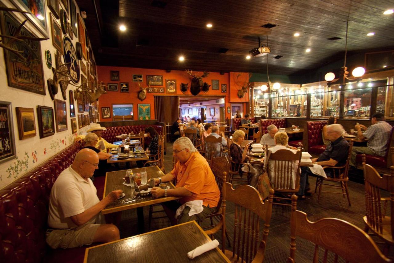 Friedhelms Bavarian Inn, Fredericksburg, TX - Booking.com