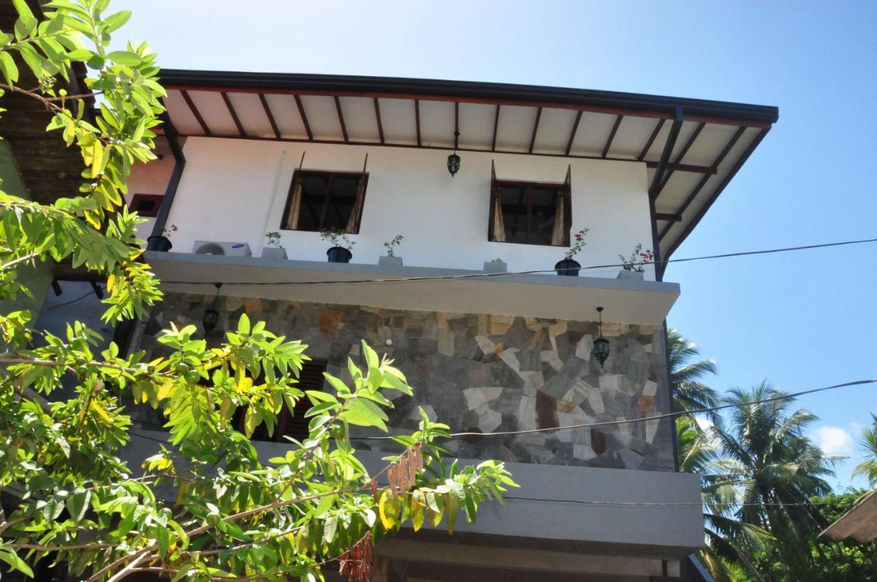 Asantha Guest House (Sri Lanka Unawatuna) - Booking.com