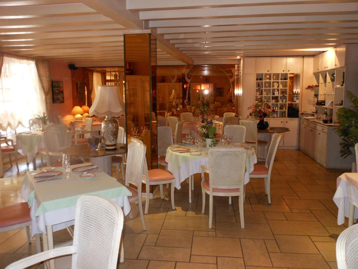Hotels In Orègue Aquitaine