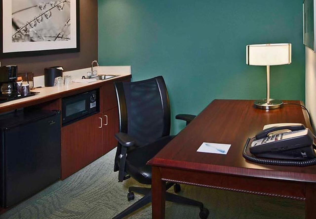 Hotel SpringHill Raleigh-Durham, NC - Booking.com