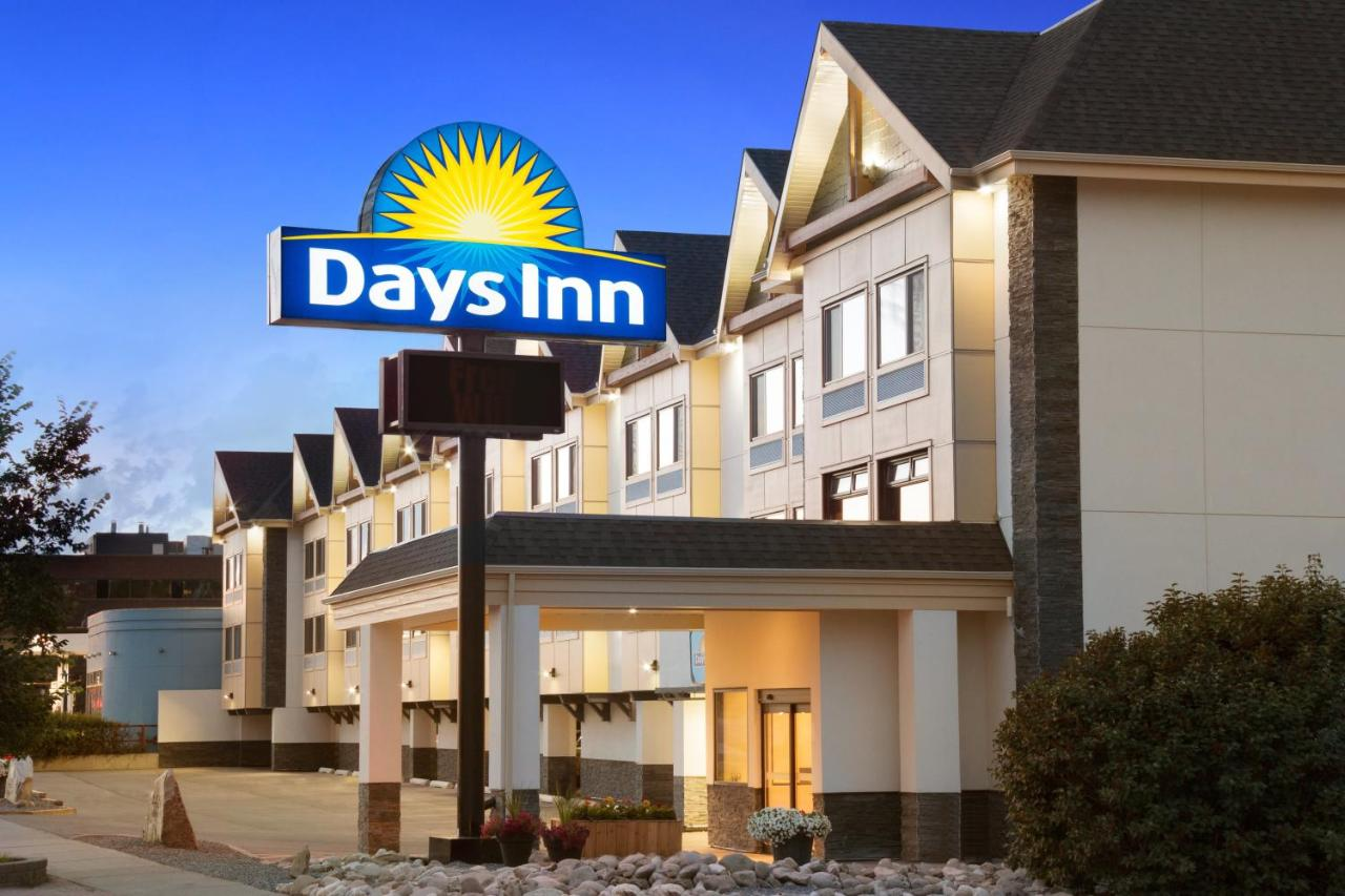 Hotels In Bowness Alberta