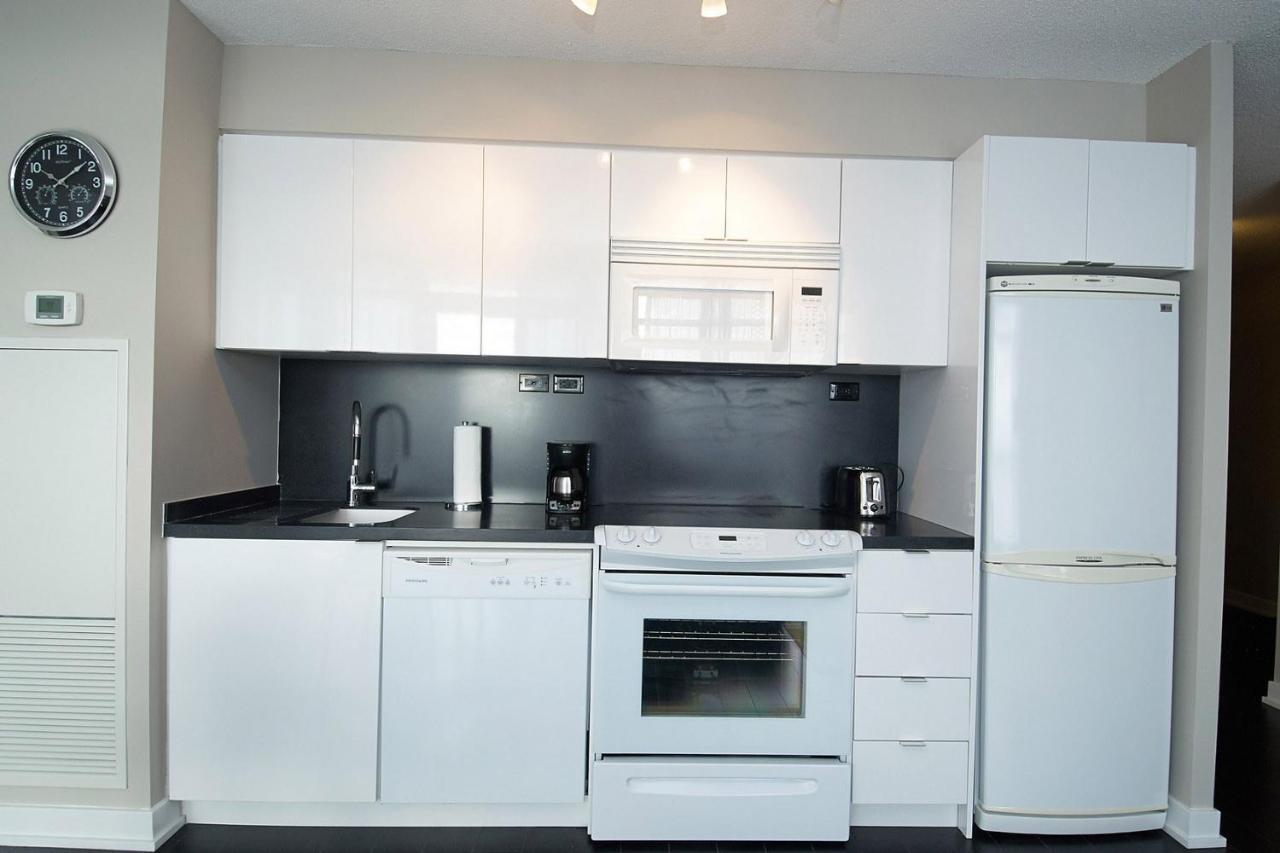 Apartment Whitehall Suites - Lakeview Suites, Toronto, Canada ...
