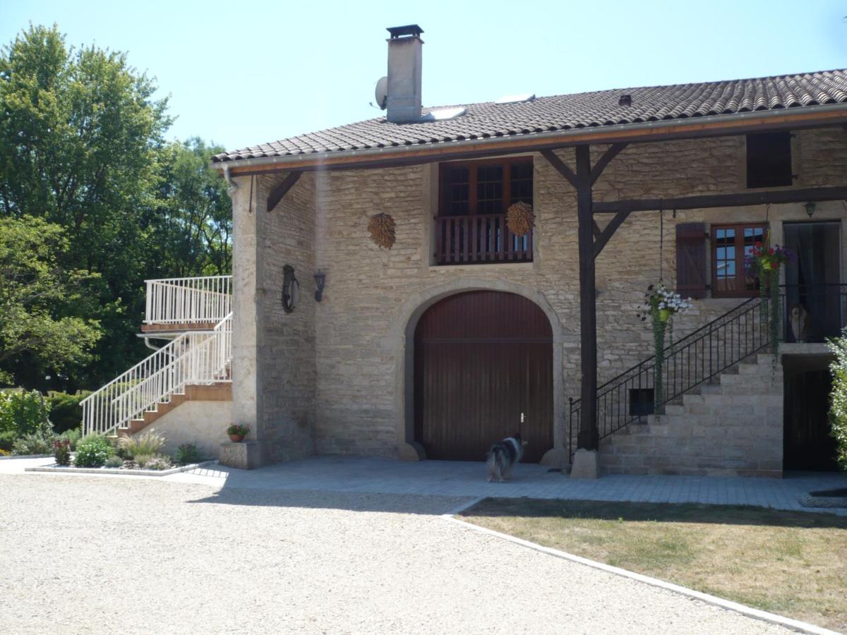 Guest Houses In Pirajoux Rhône-alps