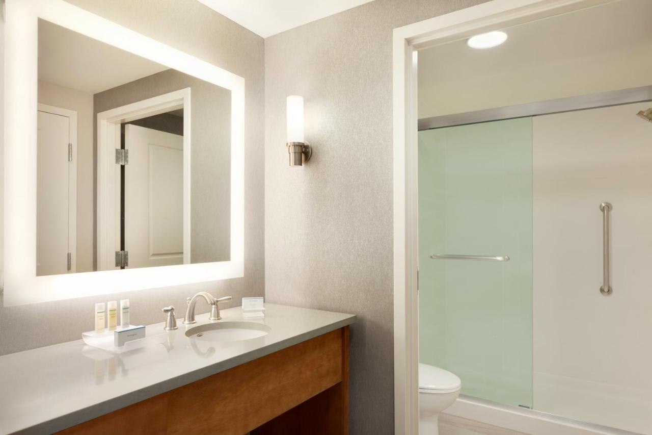 Hotel Homewood Suites by Hilton Syracuse - Carrier Circle, East ...